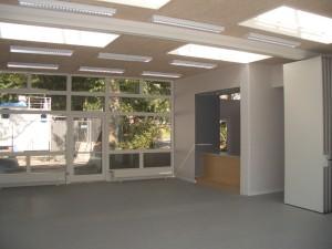 I hjørnerne er der placeret mindre rum med forskellige funktioner - her et anretterkøkken.
