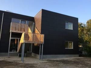 Huset er vedligeholdelsesfrit på den udvendige del og konstrueret til en levetid som ethvert andet traditionelt opført byggeri.