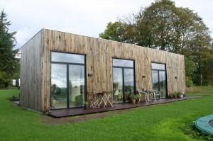 De 181 m2 bolig indeholder 7 opholdsrum samt entre, bryggers, badeværelse og køkken/alrum.