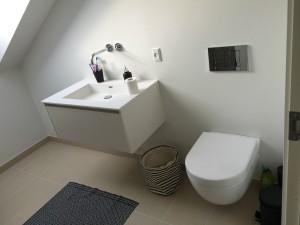 Badeværelse med klinkegulv.