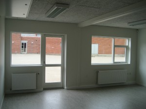 Byggeriet indeholder blandt andet to grupperum.
