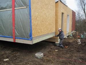 Byggeriet er funderet på pæle i 12 meters dybde på grund af jordbundsforholdene.